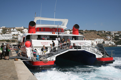 HSC FLYINGCAT 4 disembarking in Mykonos.