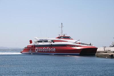 HSC FLYINGCAT 4 arriving to Mykonos.