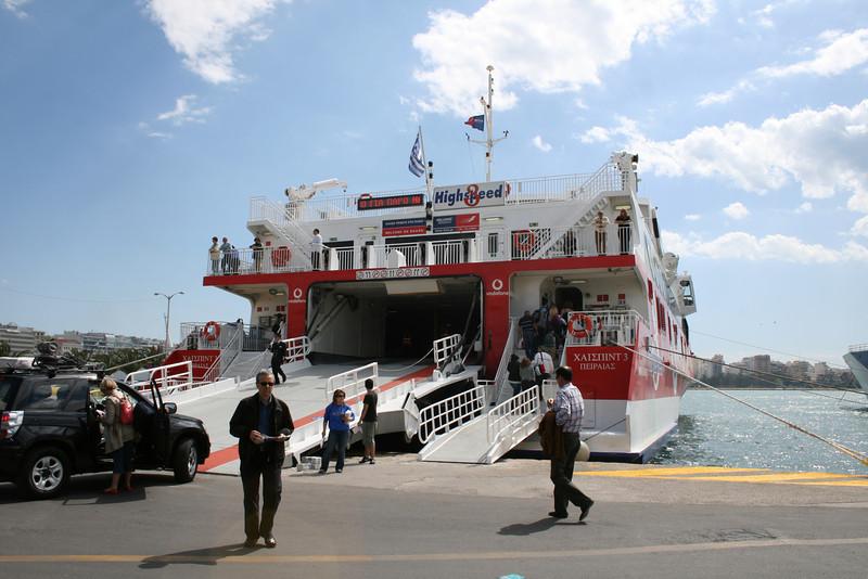 HSC HIGHSPEED 3 embarking in Piraeus.