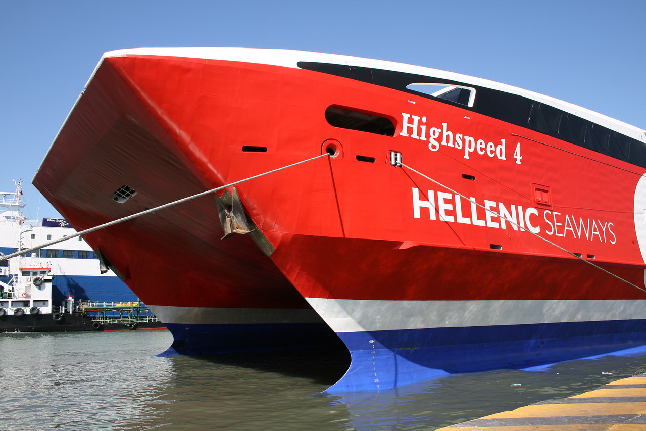 2009 - HSC HIGHSPEED 4 moored in Piraeus : the bow.
