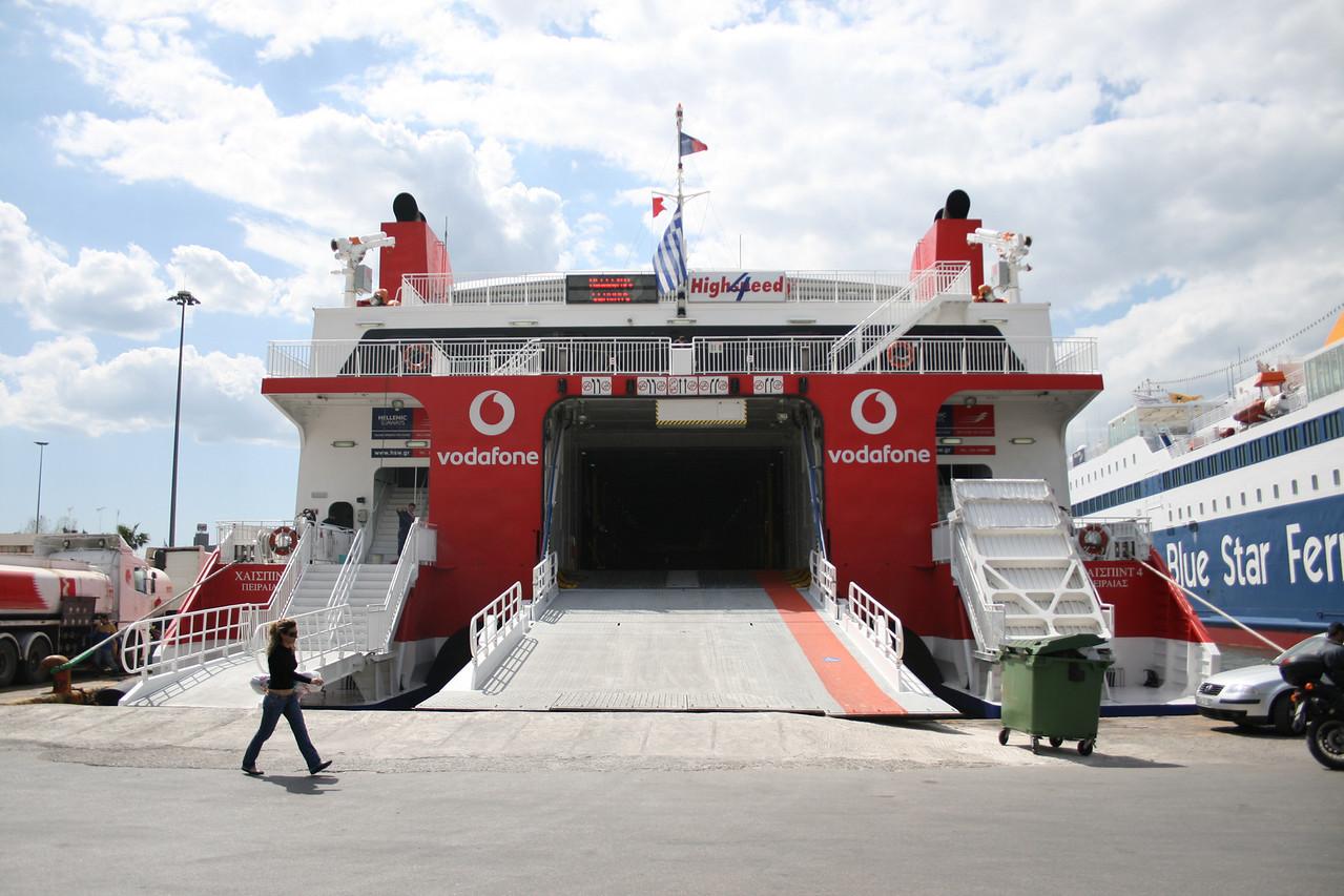 2008 - HSC HIGHSPEED 4 in Piraeus : stern view, 24 meters large.