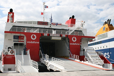 2008 - HSC HIGHSPEED 4 in Piraeus : gangways.