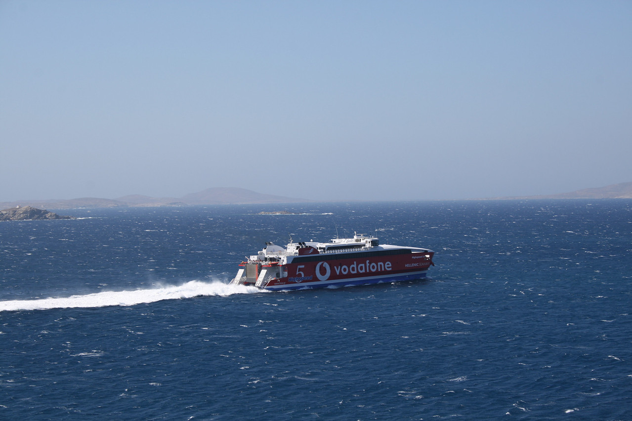 HSC HIGHSPEED 5 departing from Mykonos.