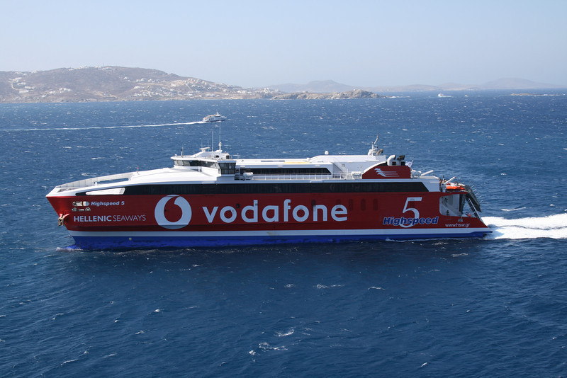 HSC HIGHSPEED 5 arriving to Mykonos.