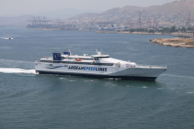 2011 - HSC SPEEDRUNNER III arriving to Piraeus.