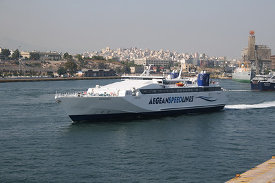 2011 - HSC SPEEDRUNNER III departing from Piraeus.