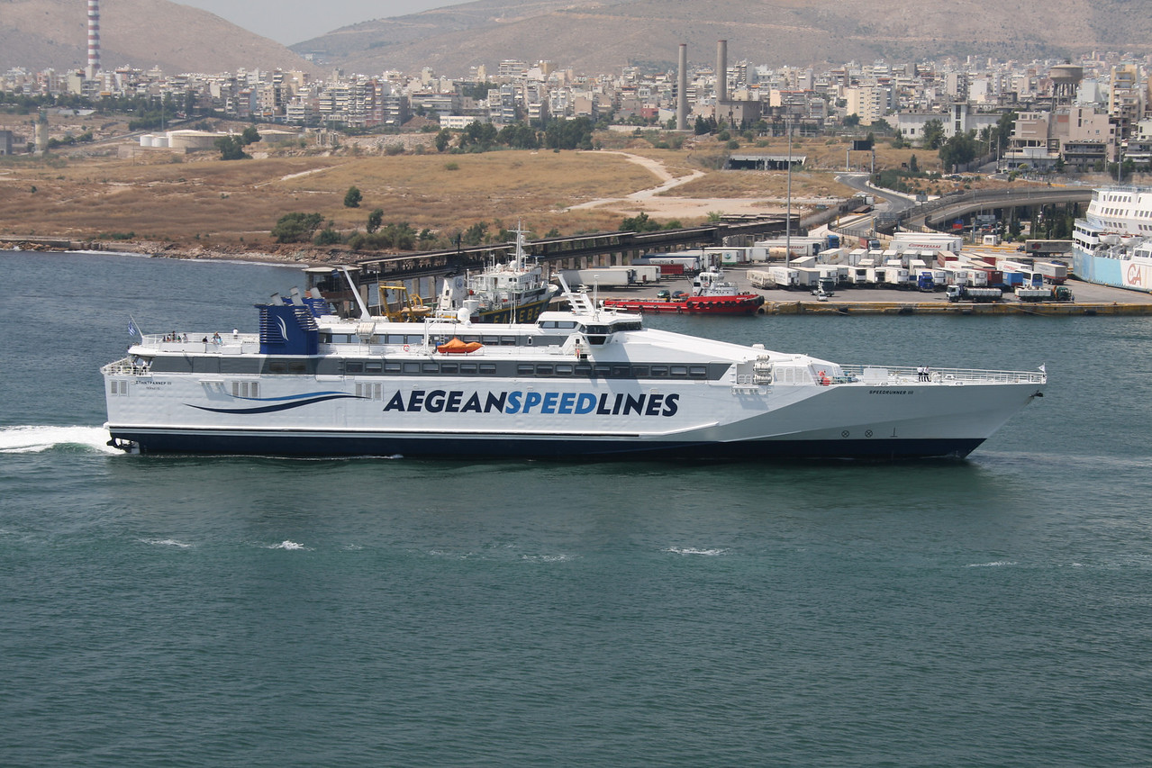2011 - HSC SPEEDRUNNER III arriving to Piraeus.