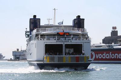 2009 - SPEEDRUNNER IV arriving to Piraeus.