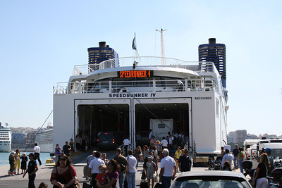 2009 - SPEEDRUNNER IV disembarking in Piraeus.