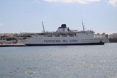 2008 - F/B AGIOS GEORGIOS in Piraeus embarking to Kythnos - Serifos - Sifnos - Kimolos - Milos.