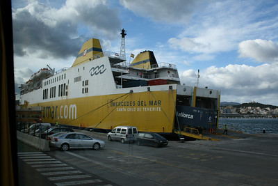 F/B MERCEDES DEL MAR embarking trucks in Palma de Mallorca.