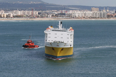 F/B MERCEDES DEL MAR arriving to Palma de Mallorca. Helped by a tug. Front view.