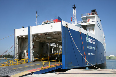 F/B BRIDGE : moored in Brindisi.