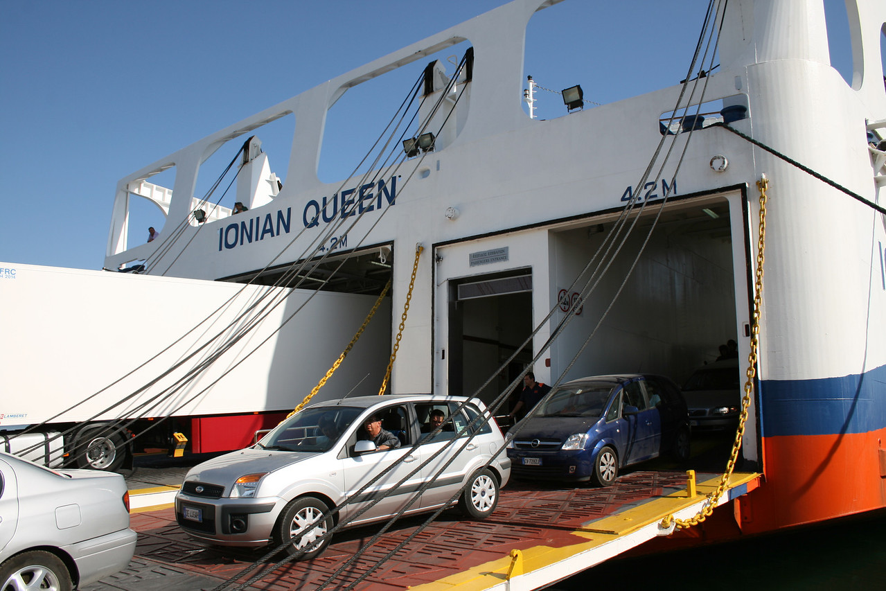 2010 - F/B IONIAN QUEEN disembarking in Brindisi.