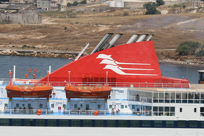 2011 - F/B NISSOS CHIOS departing from Piraeus: the funnel.