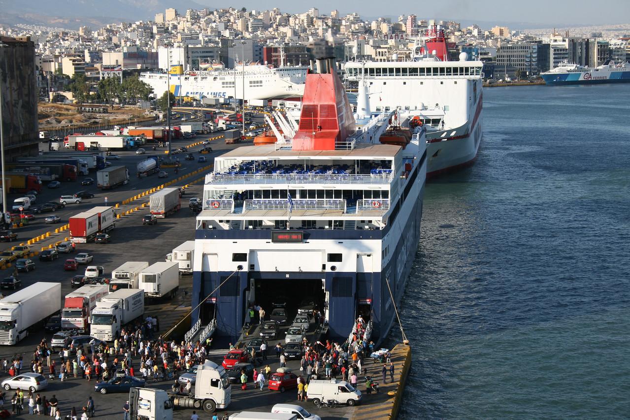 2009 - F/B NISSOS CHIOS disembarking in Piraeus.