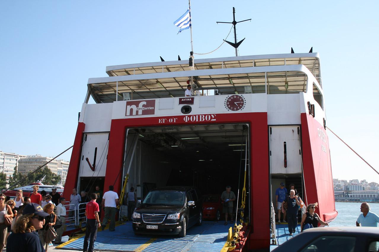2009 - F/B PHIVOS disembarking in Piraeus from Aegina.