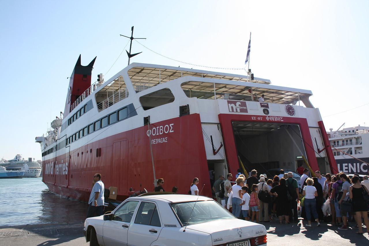 2009 - F/B PHIVOS embarking in Piraeus to Aegina.