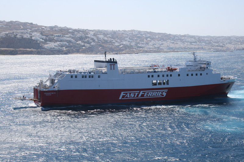 2009 - F/B THEOLOGOS P arriving to Mykonos.