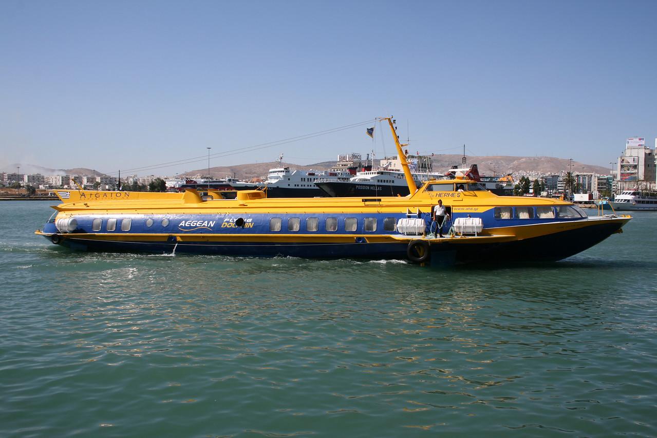 2009 - Hydrofoil FLYING DOLPHIN HERMES arriving to Piraeus.
