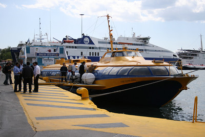 2008 - Hydrofoil FLYING DOLPHIN HERMES embarking in Piraeus.