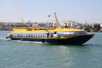 2009 - Hydrofoil FLYING DOLPHIN HERMES arriving to Piraeus.