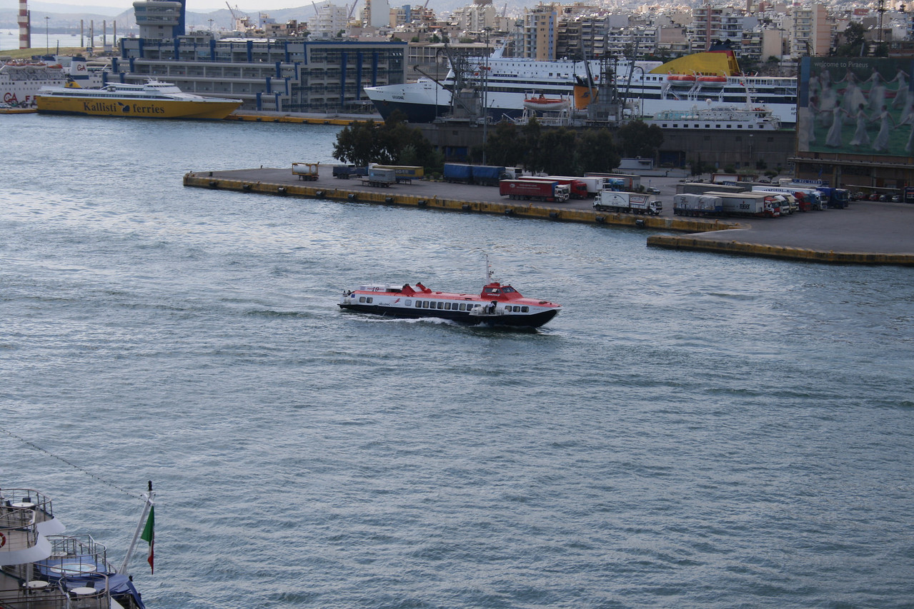2008 - Hydrofoil FLYING DOLPHIN XIX arriving to Piraeus.