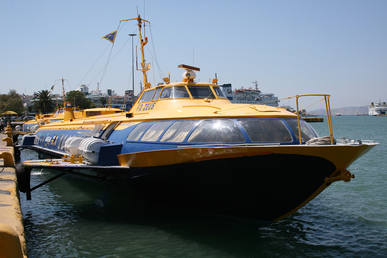 2009 - Hydrofoil FLYING DOLPHIN ZEUS moored in Piraeus.