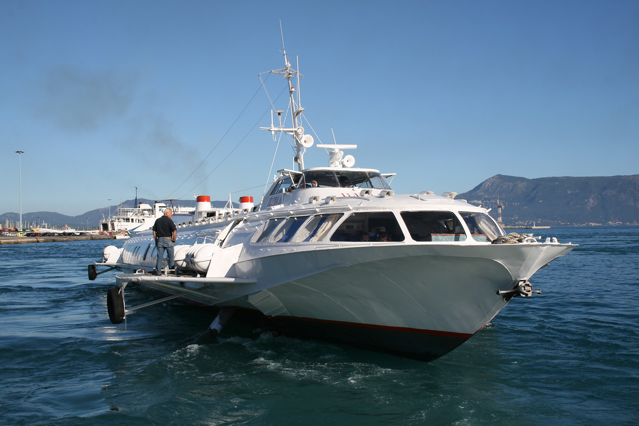 2010 - Hydrofoil ILIDA II departing from Corfu.