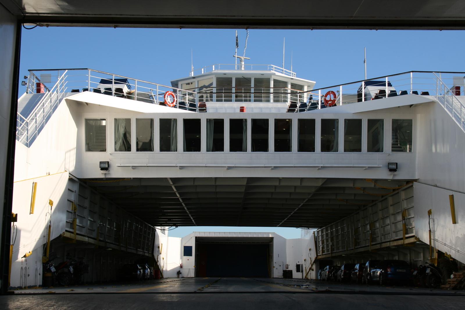Open deck two-way ferry ANO CHORA II : car deck.