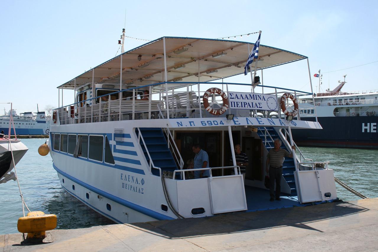 2009 - M/V ELENA : from Piraeus to Salamina.