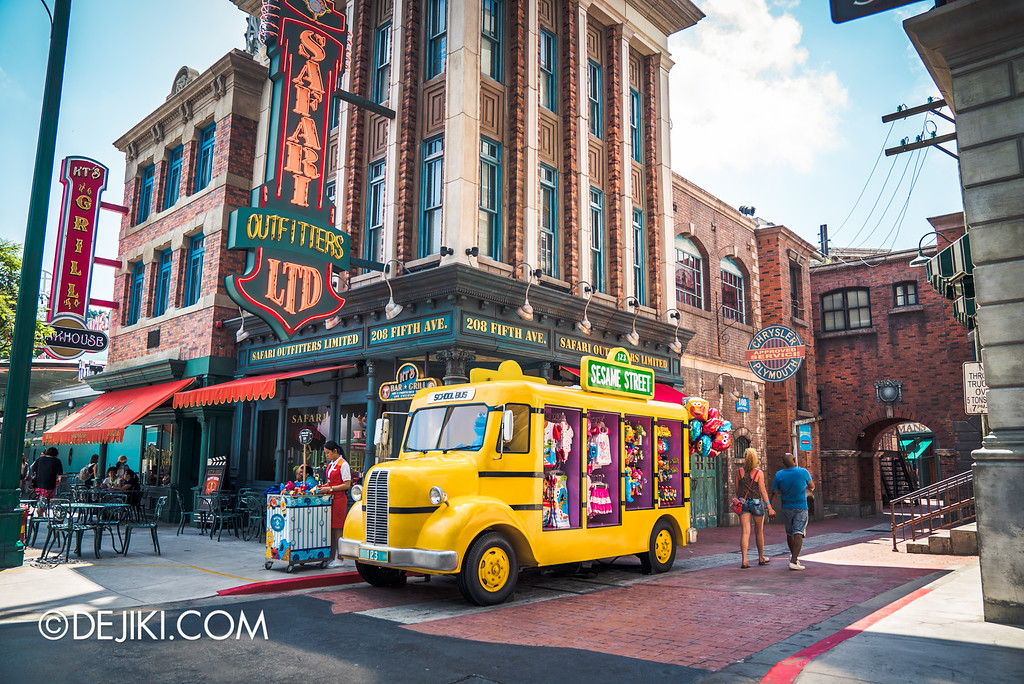 Universal Studios Singapore - Halloween Horror Nights 6 Before Dark Day Photo Report 1 - March of the Dead scare zone shifting Sesame Street school bus