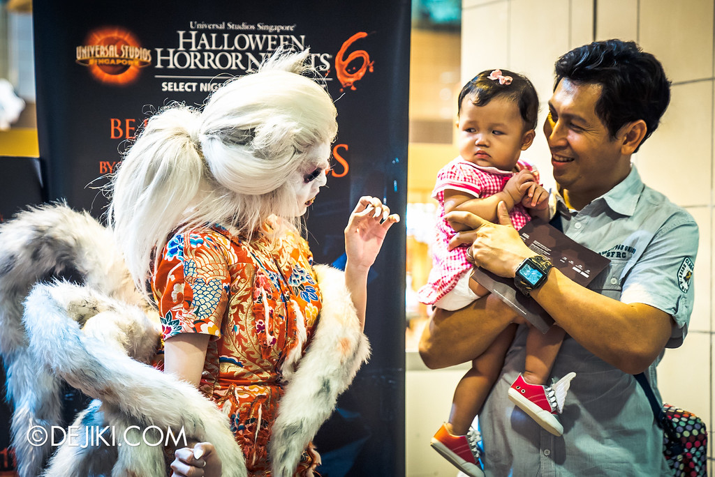 Universal Studios Singapore - Halloween Horror Nights 6 Before Dark Day Photo Report 1 - Hu Li Fox Lady Spirit and cautious kid