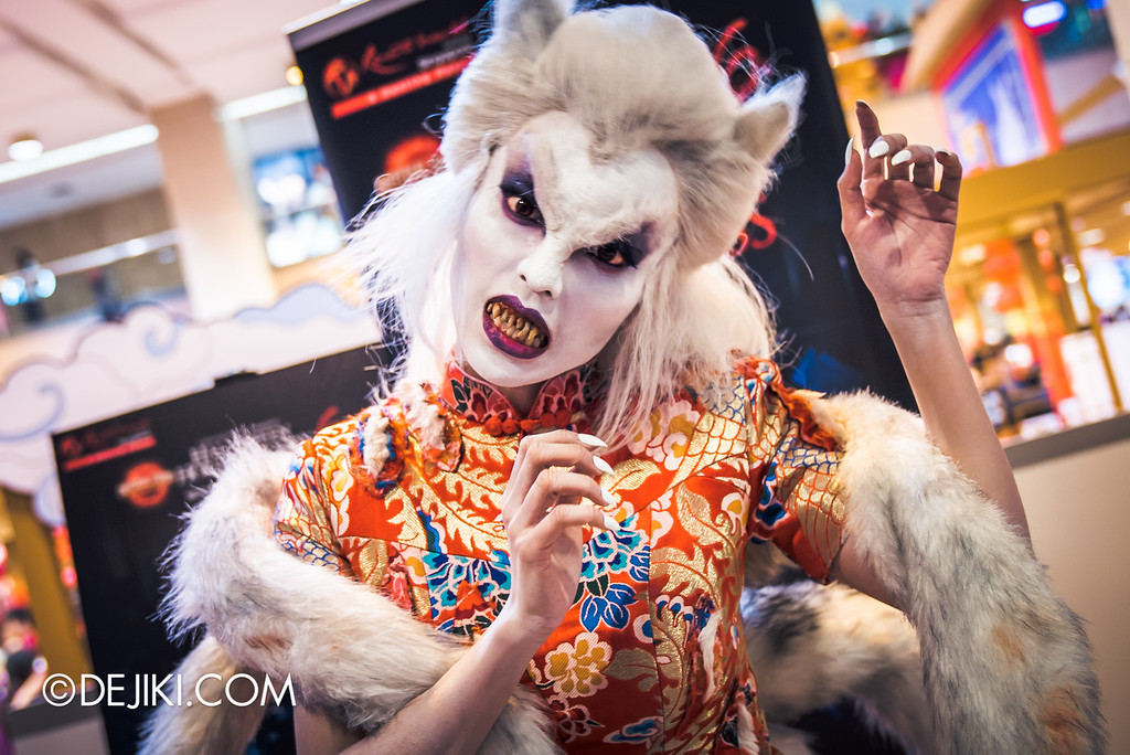 Universal Studios Singapore - Halloween Horror Nights 6 Before Dark Day Photo Report 1 - Hu Li Fox Lady Spirit scare actor