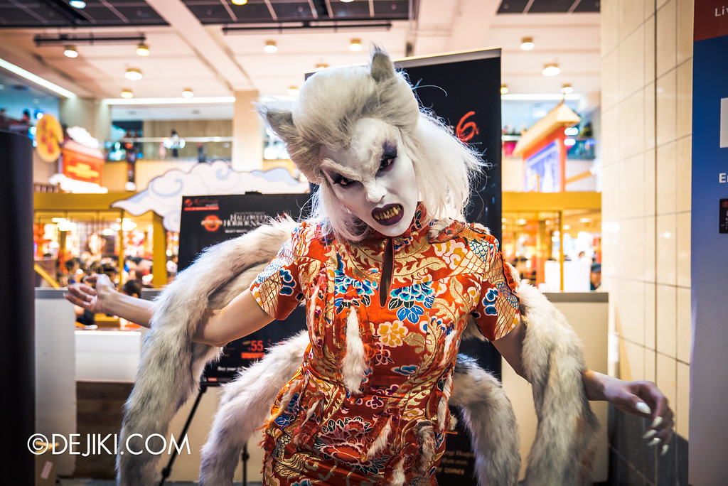 Universal Studios Singapore - Halloween Horror Nights 6 Before Dark Day Photo Report 1 - Hu Li Foxy Lady scare actor