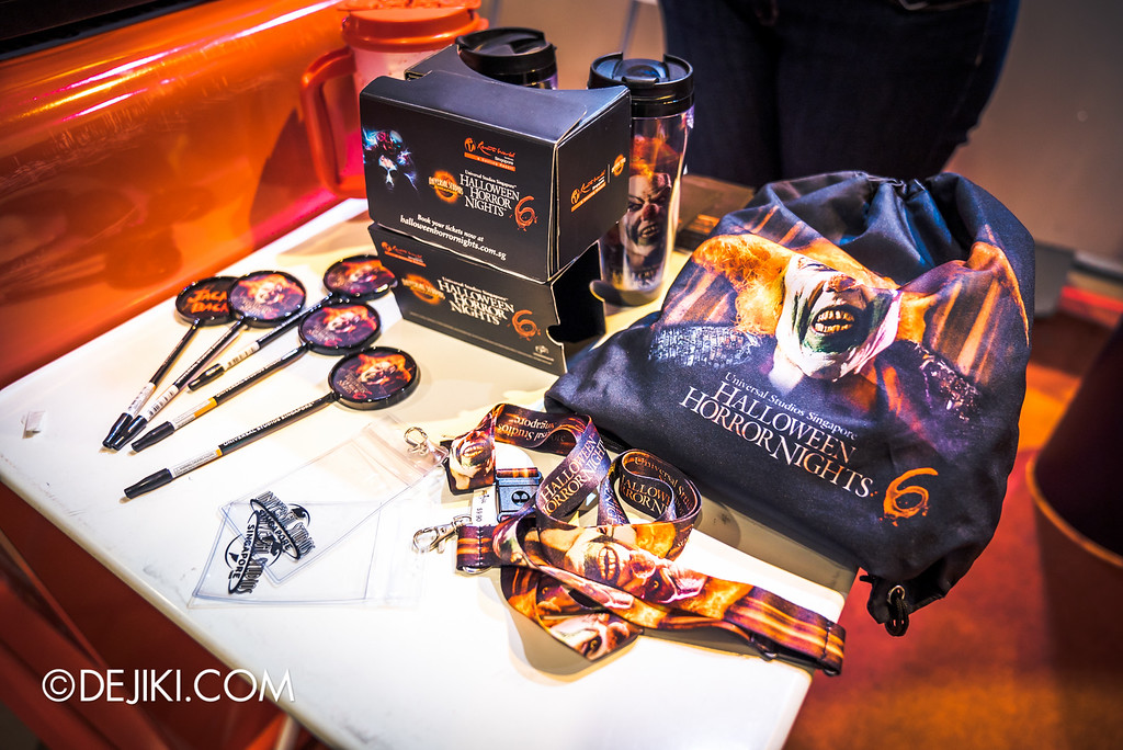 Universal Studios Singapore - Halloween Horror Nights 6 Before Dark Day Photo Report 1 - HHN6 Merchandise featuring Jack the Clown