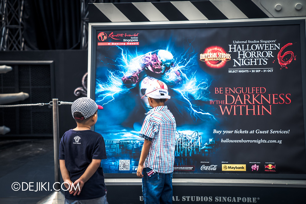 Universal Studios Singapore - Halloween Horror Nights 6 Before Dark Day Photo Report 1 - Boys stepping into the darkness within