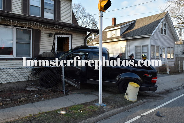 HICKSVILLE FD PICK-UP VS HOUSE MVA