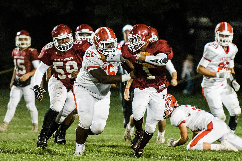 . Fitchburg\'s Sal Figueroa outruns the North Middlesex defnse during the game on Friday, September 29, 2017. SENTINEL & ENTERPRISE / Ashley Green