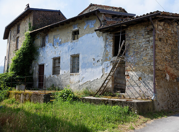 Mondo Antico, Gaminara, ladder and building