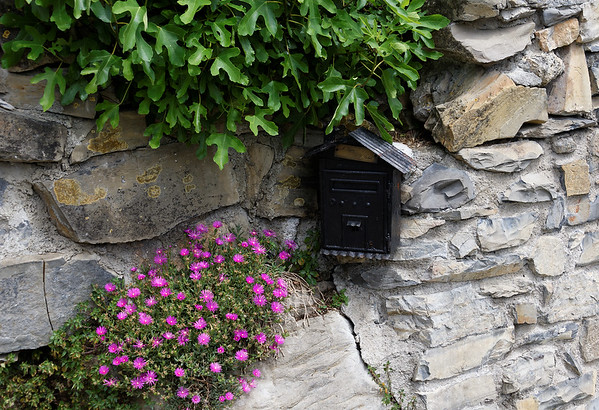 La Sognata, mailbox and flowers