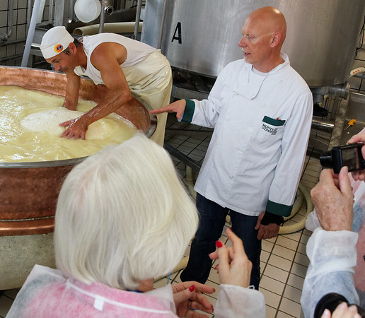 Ronca, La Casara; pulling the large mass of fresh cheese loose