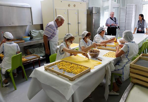 Valeggio; Brant inspecting the tortillini line