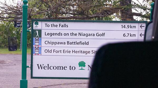 Niagara River Canadian side, signage in kilometers