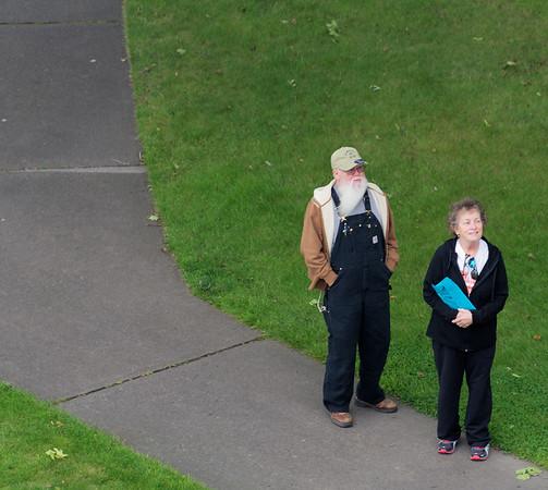 Sault Ste. Marie, Soo Locks, couple watching the ship