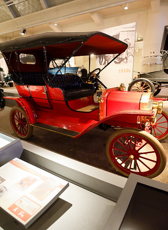 Detroit, Ford Museum, a red Model T