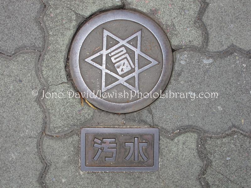 Man hole cover  Nishinomiya, JAPAN 4