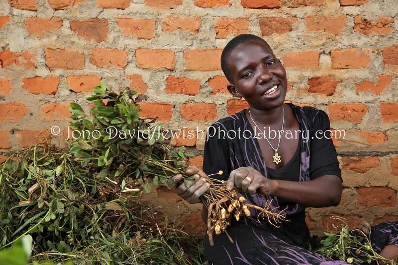 UG 368  Abayudaya Jews  Rachel Namudos, sorting peanuts outside Nasenyi Synagogue  Budaka District, Uganda