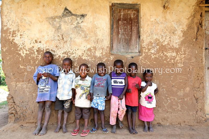 UG 131  Abayudaya Jews  Children in front of (Rabbi) Samson Mugambe house, Namanyoni Village, Mbale, Uganda