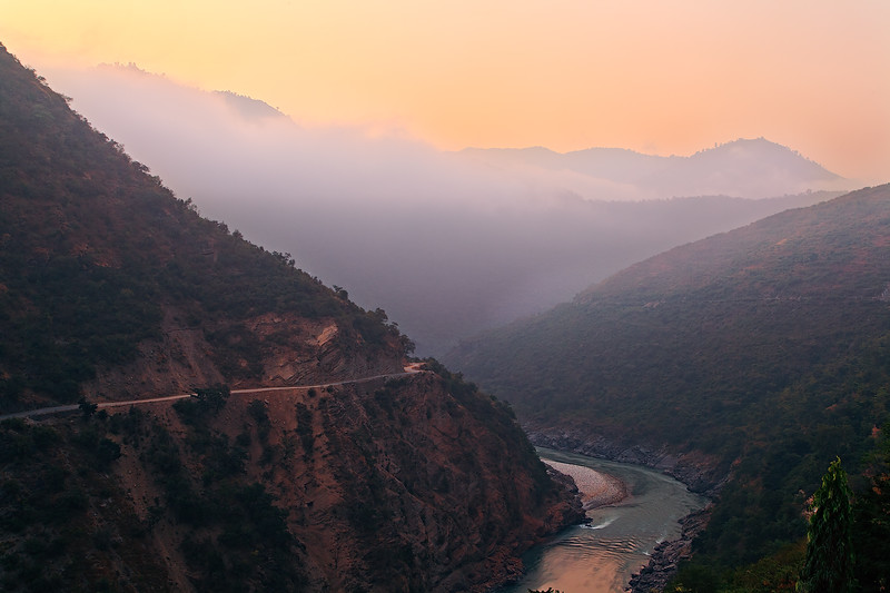 The Himalayas. Sunrise over Ganga River / Гималаи. Рассвет над Гангой